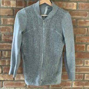 Lululemon gray zip up sweatshirt with pockets